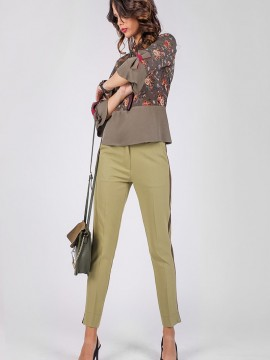 Дамски панталон с малка цепка и кант в страни