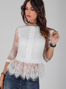 Красива дантелена блуза с пеплум