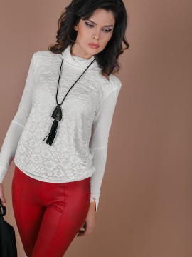 Поло блуза  с дантела  цвят-шампанско