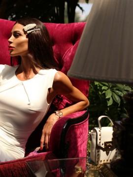 Стилна рокля в бяло