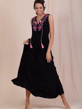 Дълга дамска рокля с красива бродерия